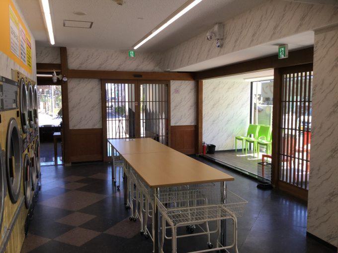 コインランドリー鹿沼石橋店内観